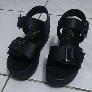 黑色 魔鬼氈 皮帶扣 厚底涼鞋 24.5號