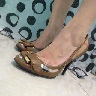 Burberry Check Buckle Pump