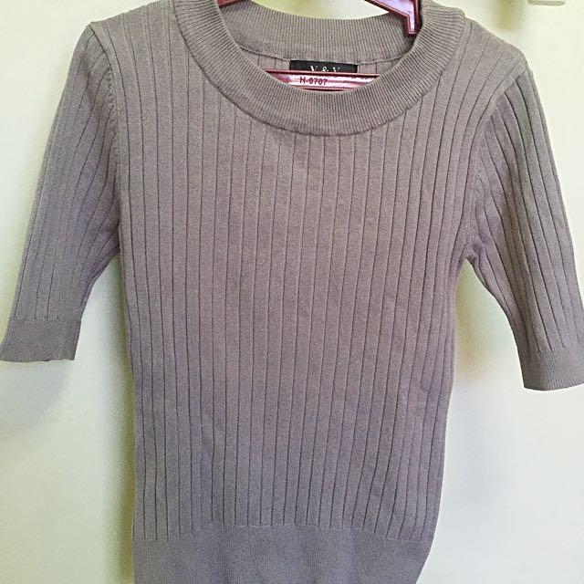 3/4 sleeves gray top