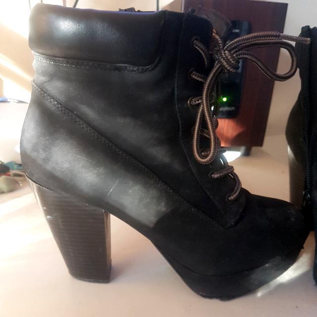 Beets black boots