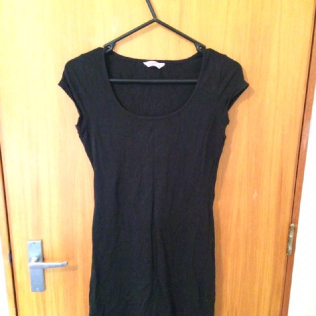 Black T-shirt Can Be Worn As A Mini Dress.