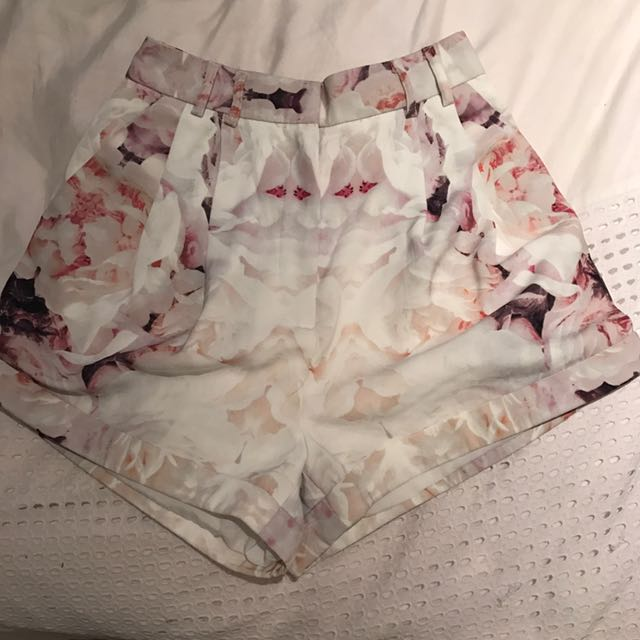 Finders keepers High waisted Short