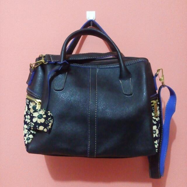 Hand and sling black bag