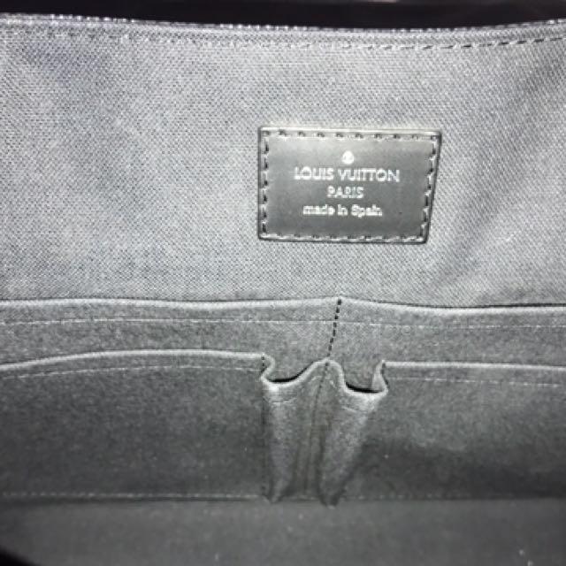 1ba735841a08 AUTHENTIC - Louis Vuitton District MM Bag