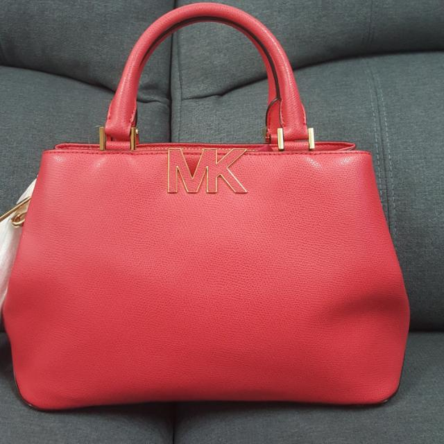 662f4cf0fe56 New Authentic Michael Kors (MK) In Watermelon Color Handbag And ...