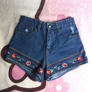 Embroidered Shorts Highwaisted