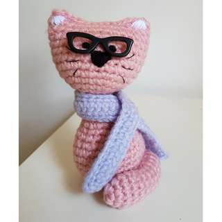 Crochet cat with glasses