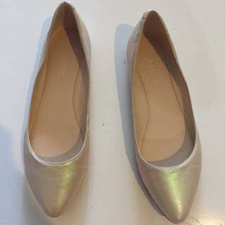 Nine West Gold Flats