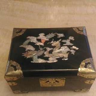 古董手飾珠寶盒不含盒內飾品。