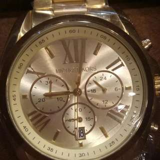 101% Authentic and pawnable Michael Kors