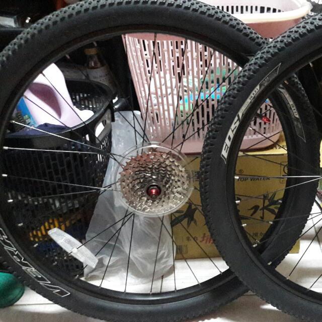 26er wheelset w/ 9speed cogs