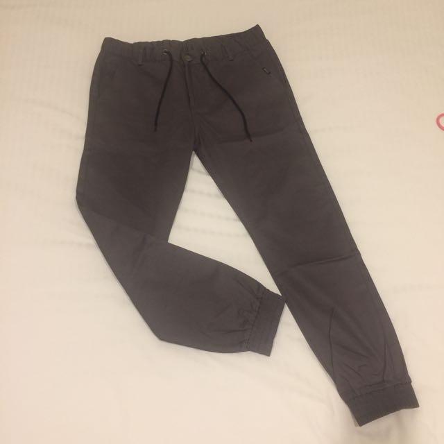 深灰色縮口休閒長褲