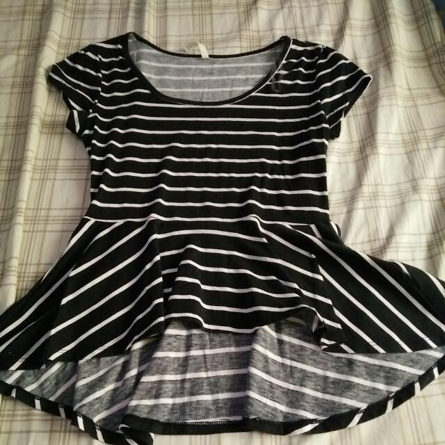 Black n white stripes top