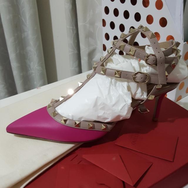 BRAND NEW Valentino Rockstud Kitten Heels