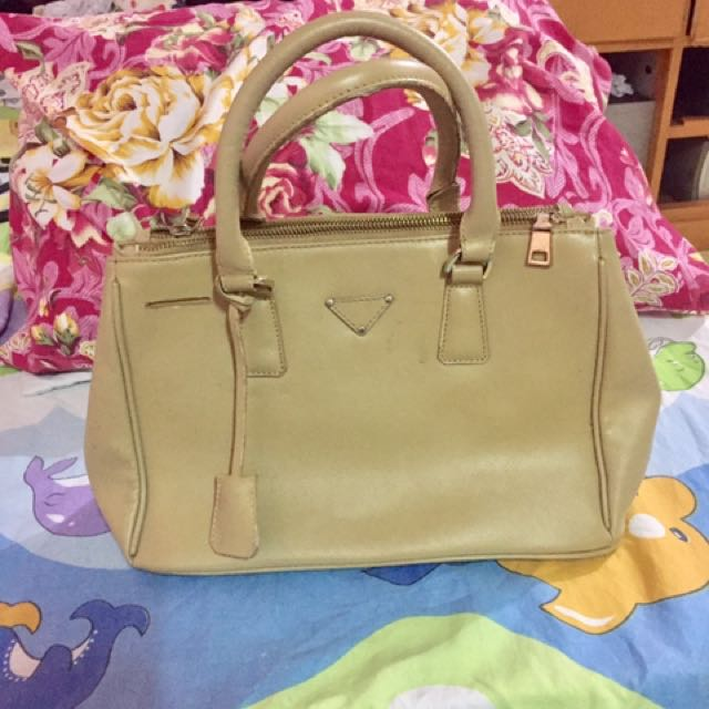 369a08fe1d98 ... cheap prada dupe bag preloved womens fashion bags wallets on carousell  3eb0b 79d69