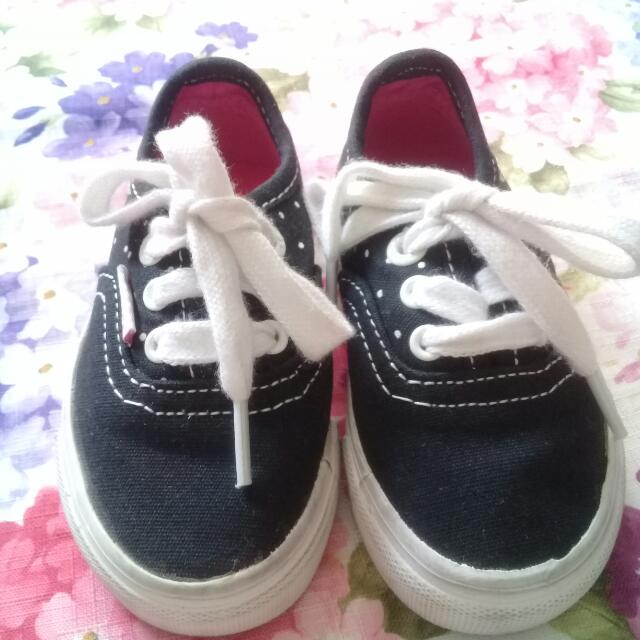 pre owned Levi's toddler/baby canvass loafers sz 5