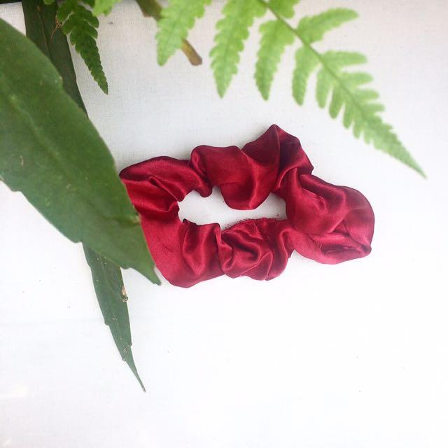 Scrunchie Merah Menyala
