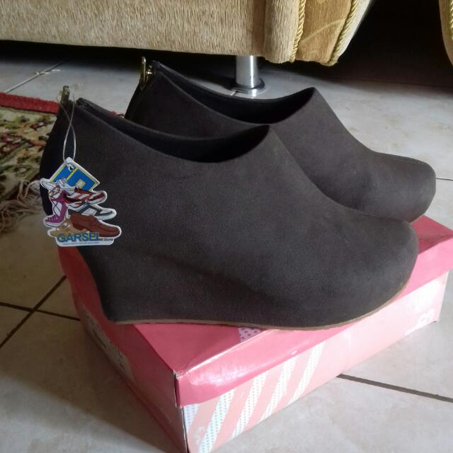Sepatu Garsel