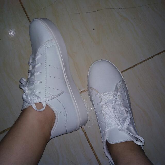 Sepatu Kets Putih Polos