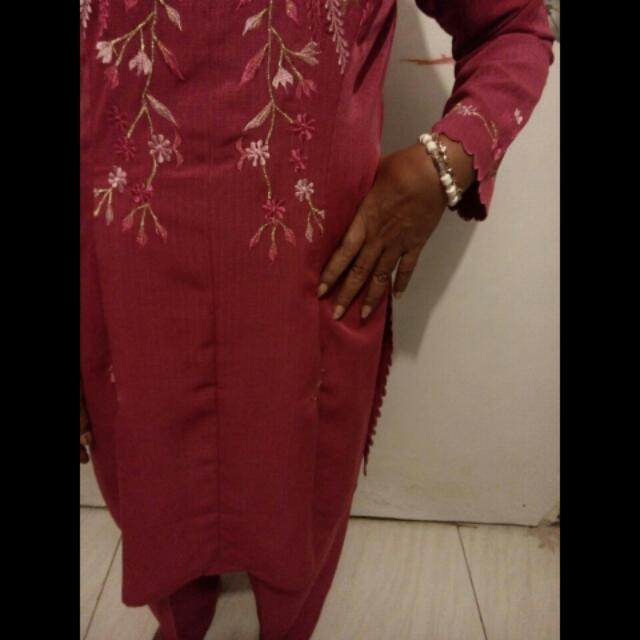 Titip jual baju dan clana ex butik,bahan tebal like new hanya pakai skali untuk kondangan,size xl