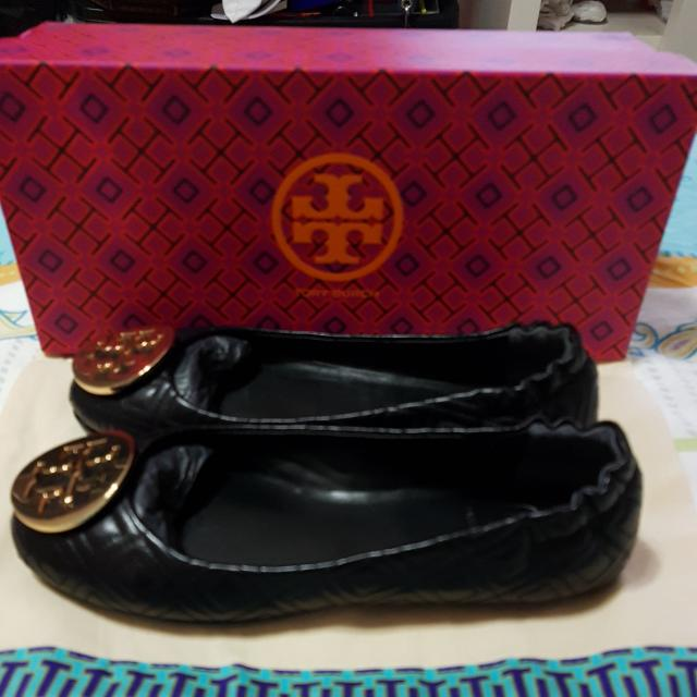 871c0d917ef Tory Burch Minnie Flats Black Quilted With Gold Size 6 Women S