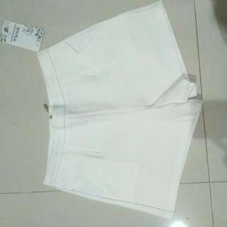 Celana Pendek Putih Bangkok