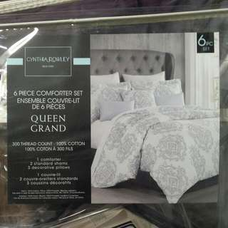 Comforter With Pillows