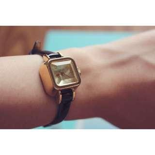 Julius小方糖錶-黑×金色錶框-真皮錶帶、生活防水
