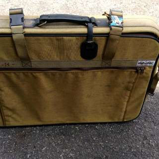 Echola有年代的布行李箱