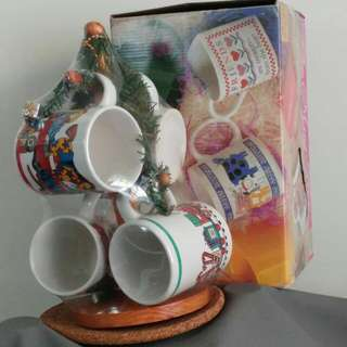 Unused cup holder with 4 cups