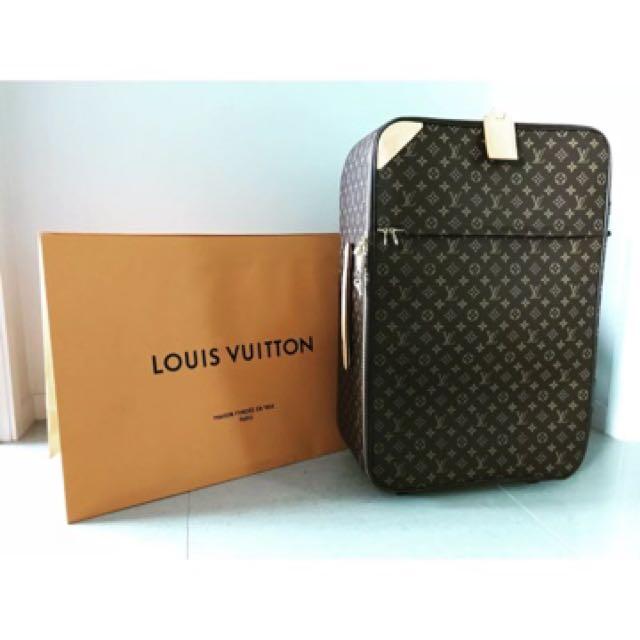 100% Authentic Louis Vuitton Pegase 70