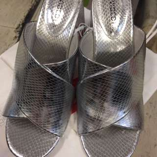 H M 涼鞋