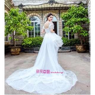 (◕‿◕)時髦少女立體廓形前短後長蕾絲拖尾婚紗禮服