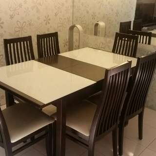 Extendable Dining Table with 6 Chairs.