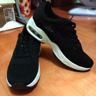 近新 氣墊 時尚黑球鞋 慢跑鞋