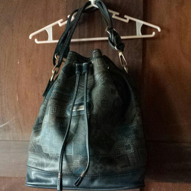 Auth Samsonite Bucket Bag