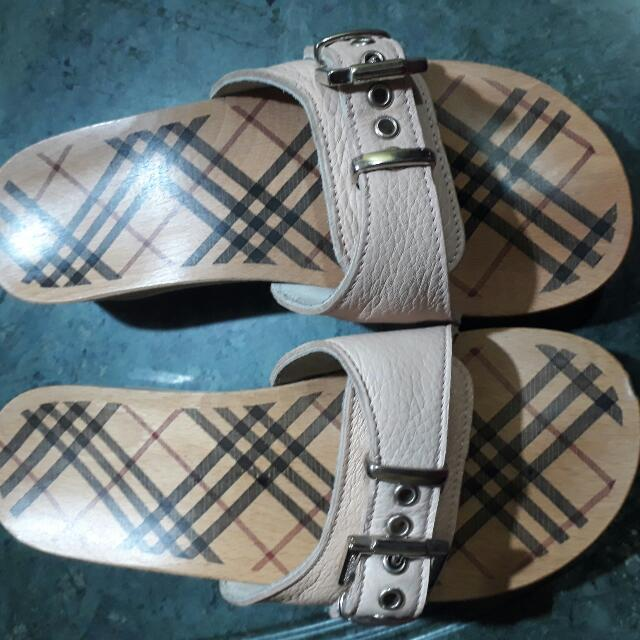 BURBERRY wooden clogs