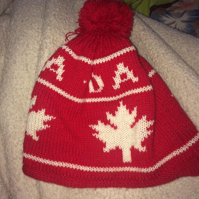 Canada Pom Pom Beanie