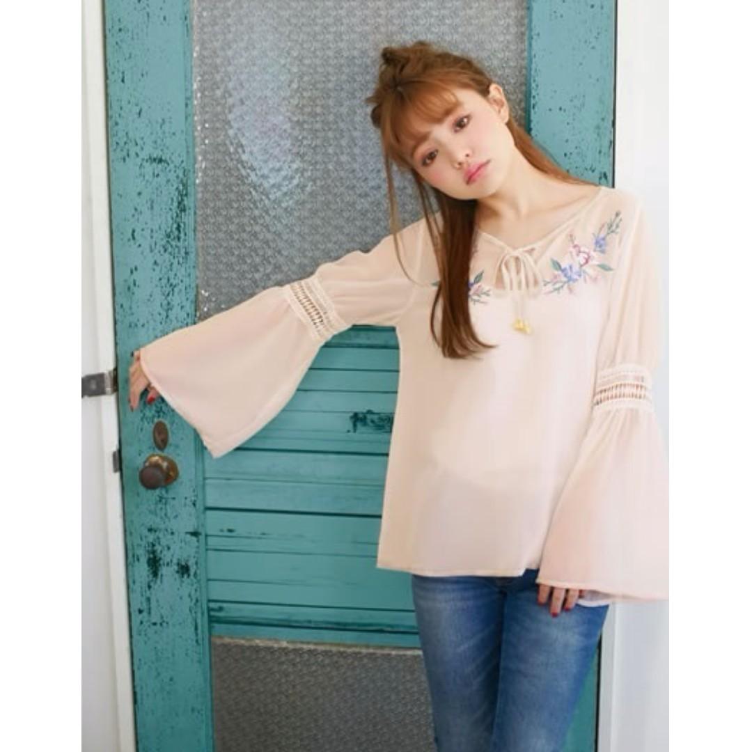 日本品牌GRL造型光澤花柄立體刺繡~簍空拼接寬袖雪紡上衣