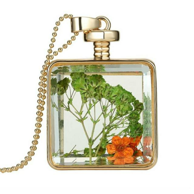 """Kalung """"Dry Flower In Glass"""""""