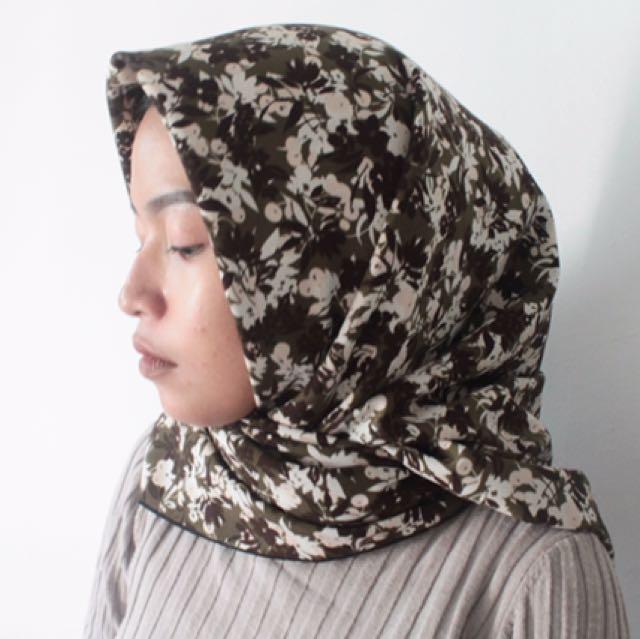 kerudung hijab motif floral