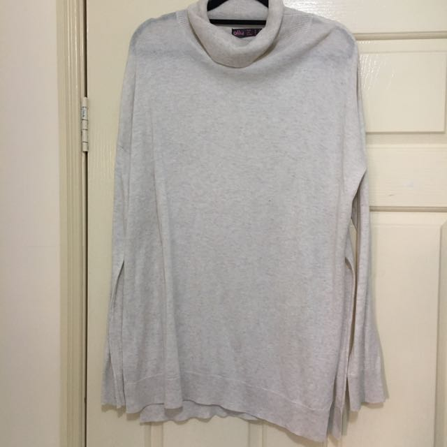 Light Weight Turtle Neck Knit