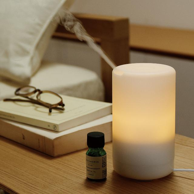 MUJI aroma diffuser light + oil