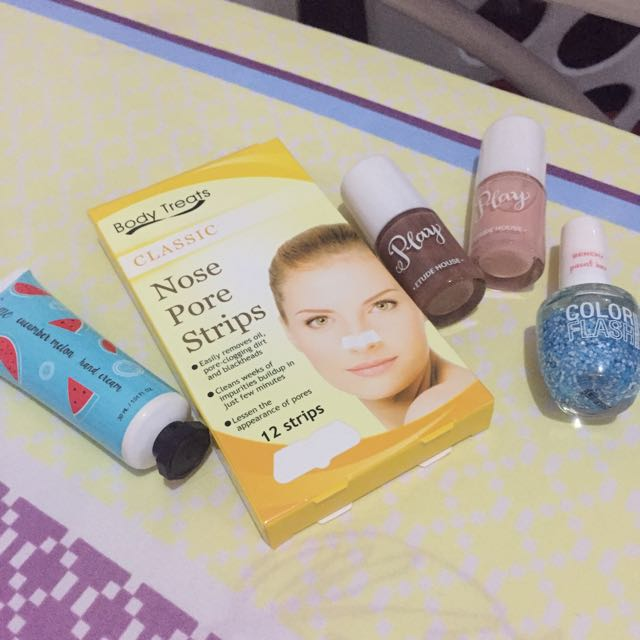 Nail Polish, Hand Cream & Nose Pore Strip Set