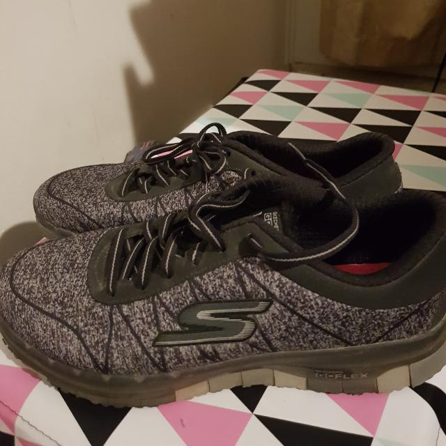 Skechers Go Flex Walk US Size 7.5 Sneakers