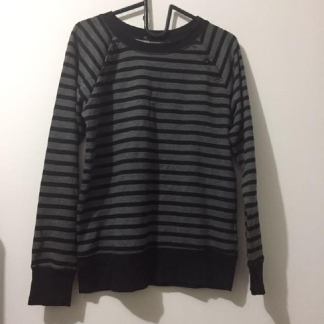 Sweater Stripe Hitam-Abu
