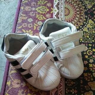 Sepatu Led Adidas