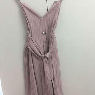 藕粉色線條洋裝