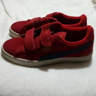 PUMA RED SUEDE VELCRO SNEAKERS SIZE US3 OR 21cm