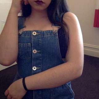 MISSGUIDED OVERALL MIDI DRESS